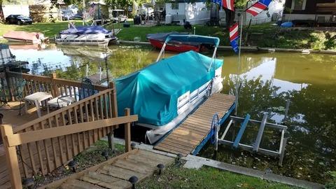 20ft. Sweet water pontoon